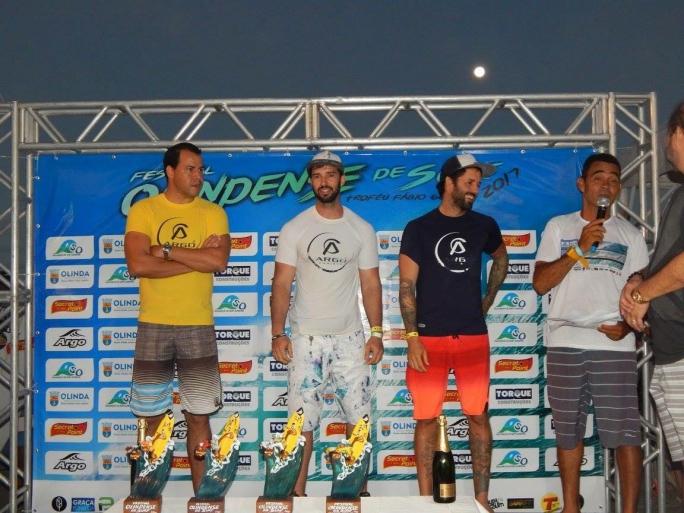 Gabriel Vilarinho é campeão de SUP Race em Olinda