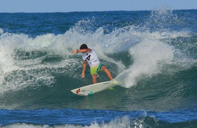 Wallace Junior e Luel Felipe avançam para o round 3 no Praia do Forte Pro