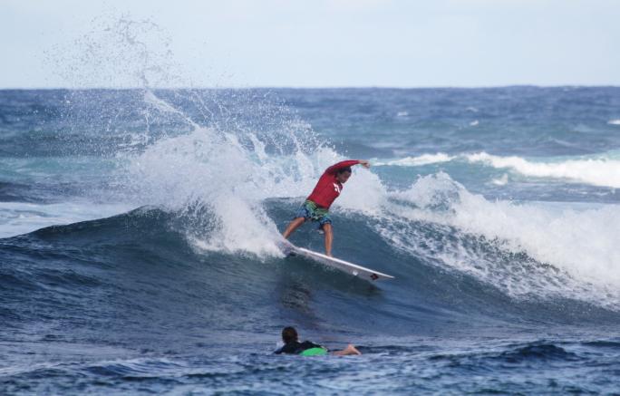 Luel Felipe escalado para abrir o Round 3 do Martinique Surf Pro