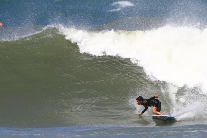 Valentin Neves é destaque no Super Surf.