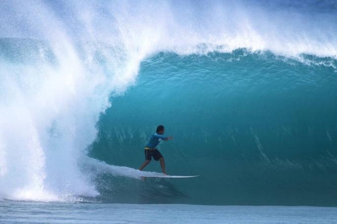 Luel embarca para o Hawaii