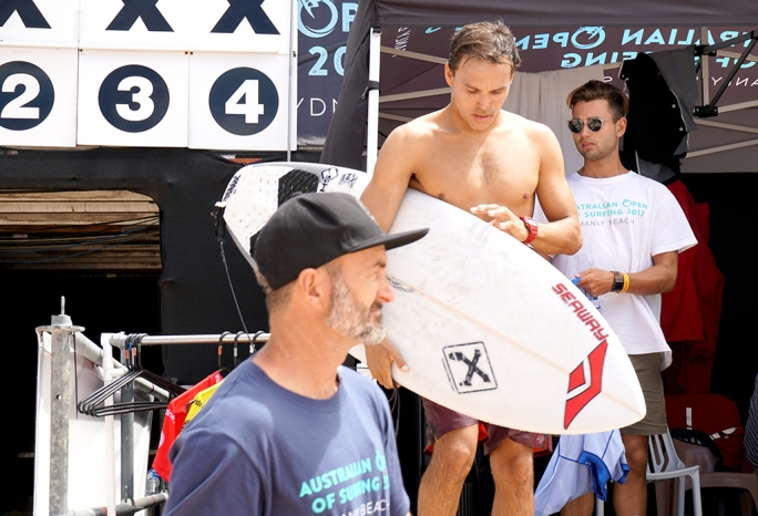 Luel segue firme no Australian Open of Surfing