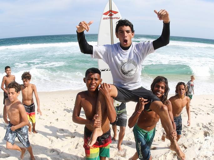Valentim Neves vence a etapa do circuito Tríplice Coroa de Surf Saquarema