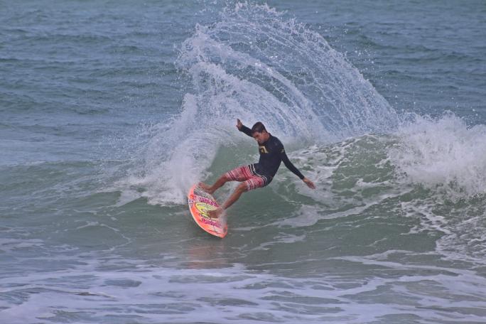 Gabriel Farias avança ao Round 3 em Cocoa Beach