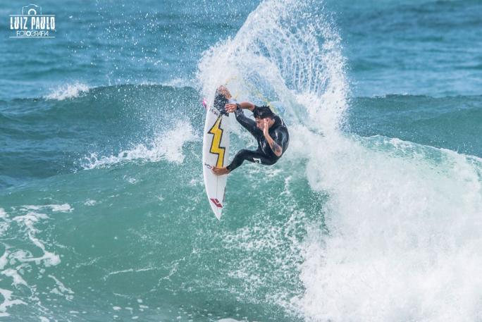 Gabriel Farias e Luel Felipe prontos para o QS 3.000 Barbados Surf Pro