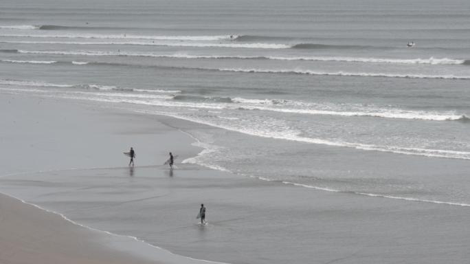 Seaway Team surfa nas extensas esquerdas de Chicama