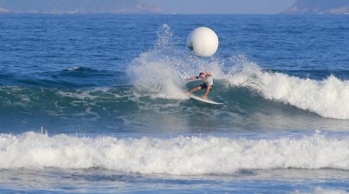 Luel Felipe avança ao round 5 no Super Surf
