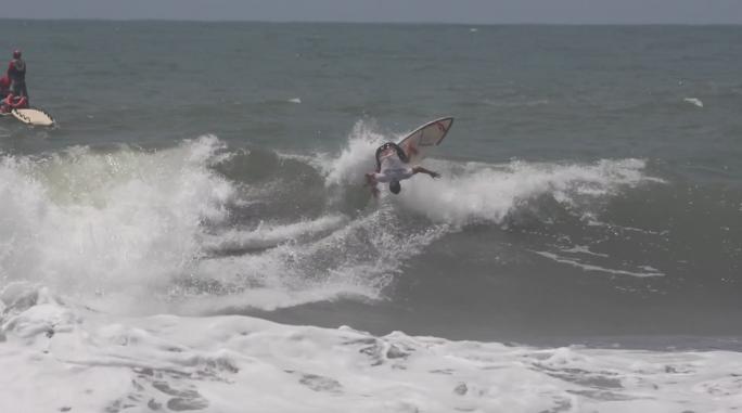 Luel Felipe avança para as quartas de final do Essential Costa Rica Surf Pro