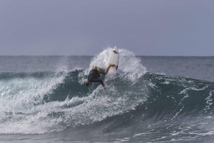 Luel Felipe avança no Hawaiian Pro em Haleiwa