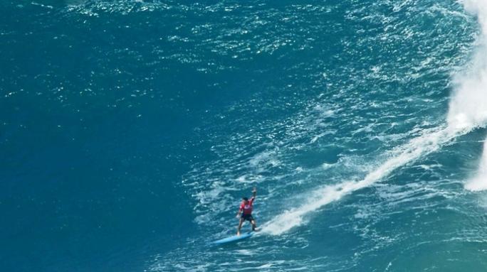 Danilo Couto representa o Brasil e o Seaway Team no Eddie Aikau